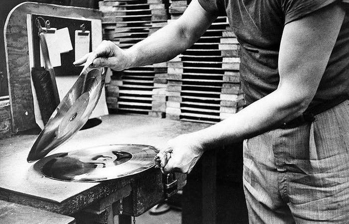 Cómo-se-fabrica-un-disco-vinilo